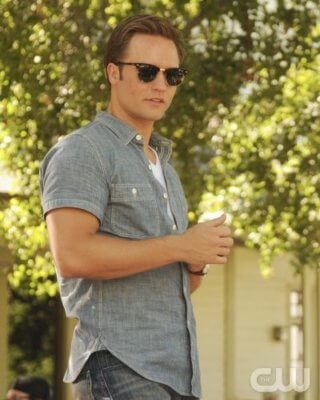 """""""Parades and Pariahs""""-- Pictured(L-R): Scott Poter as George Tucker and Jaime King as Lemon Breeland in HART OF DIXIE on THE CW. Photo Credit: Michael Yarish /The CW©2011 The CW Network, LLC. All Rights Reserved."""